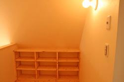 矩勾配の階段ホール