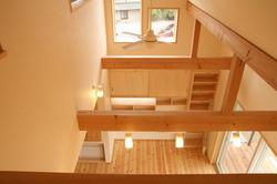 階段ホールからリビング
